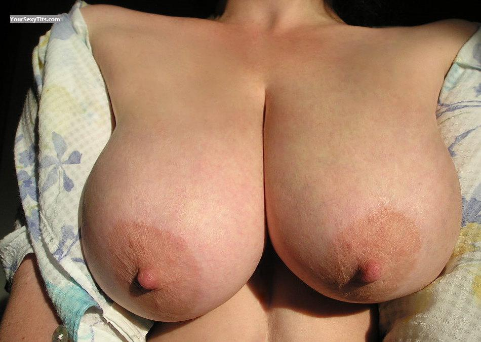 Tit Flash: Wife's Big Tits - Zoe from United States